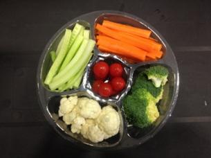 Plateaux de légumes et fruits conviviaux